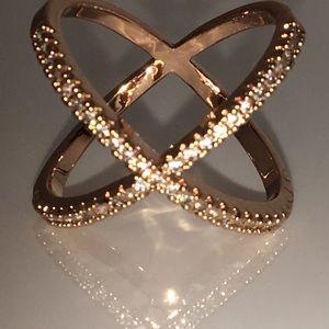 🆕Rose Gold Criss Cross 44 AAACz size 5.5